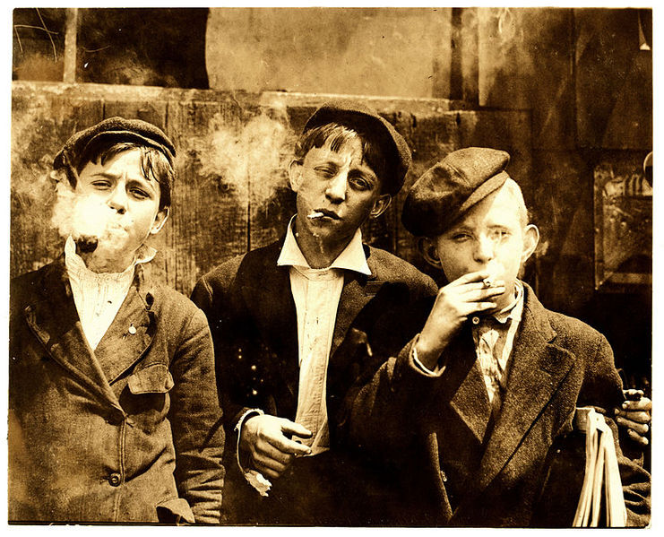 קובץ:Newsies smoking at Skeeter's Branch.jpg